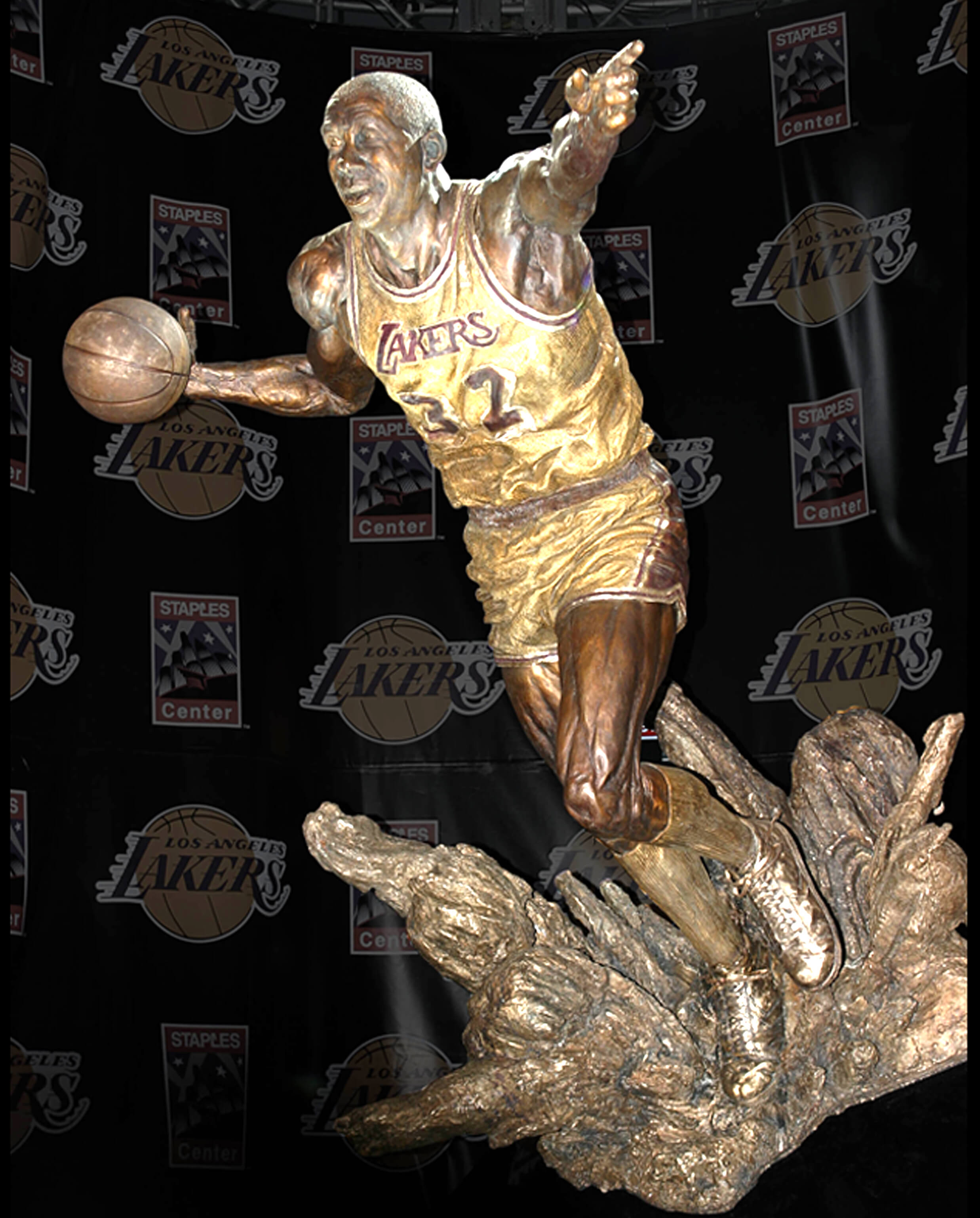 Magic Johnson Sculpture in LA – Sports Commission Bronze Statue