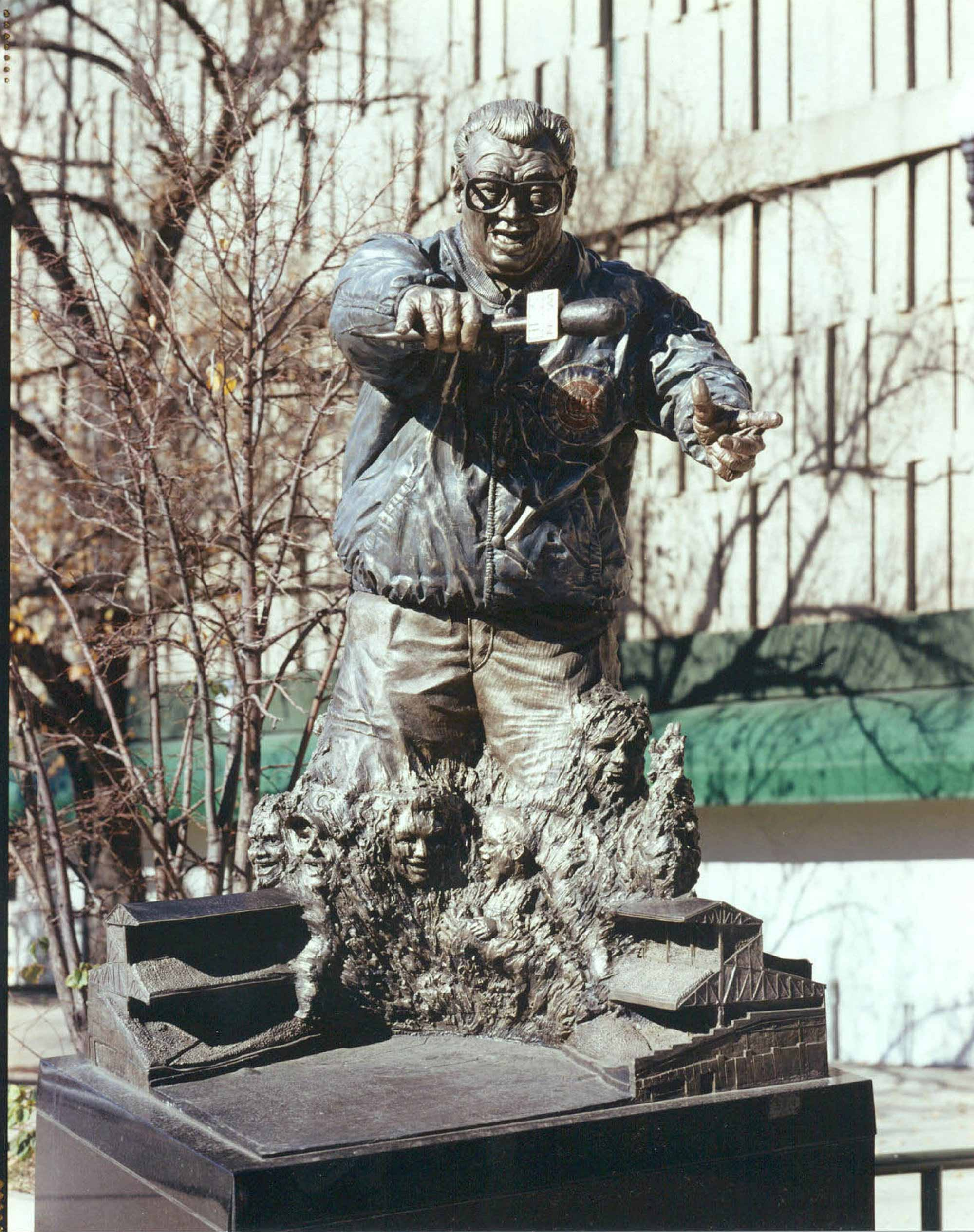 Harry Caray – Sports Commission Bronze Statue