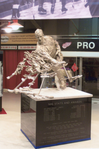 Gordie Howe, Detroit Red Wings, NHL, Joe Louis Arena, Statue