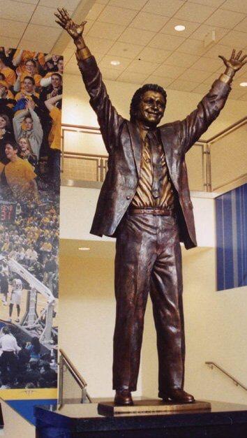 Al McGuire statue, Marquette University
