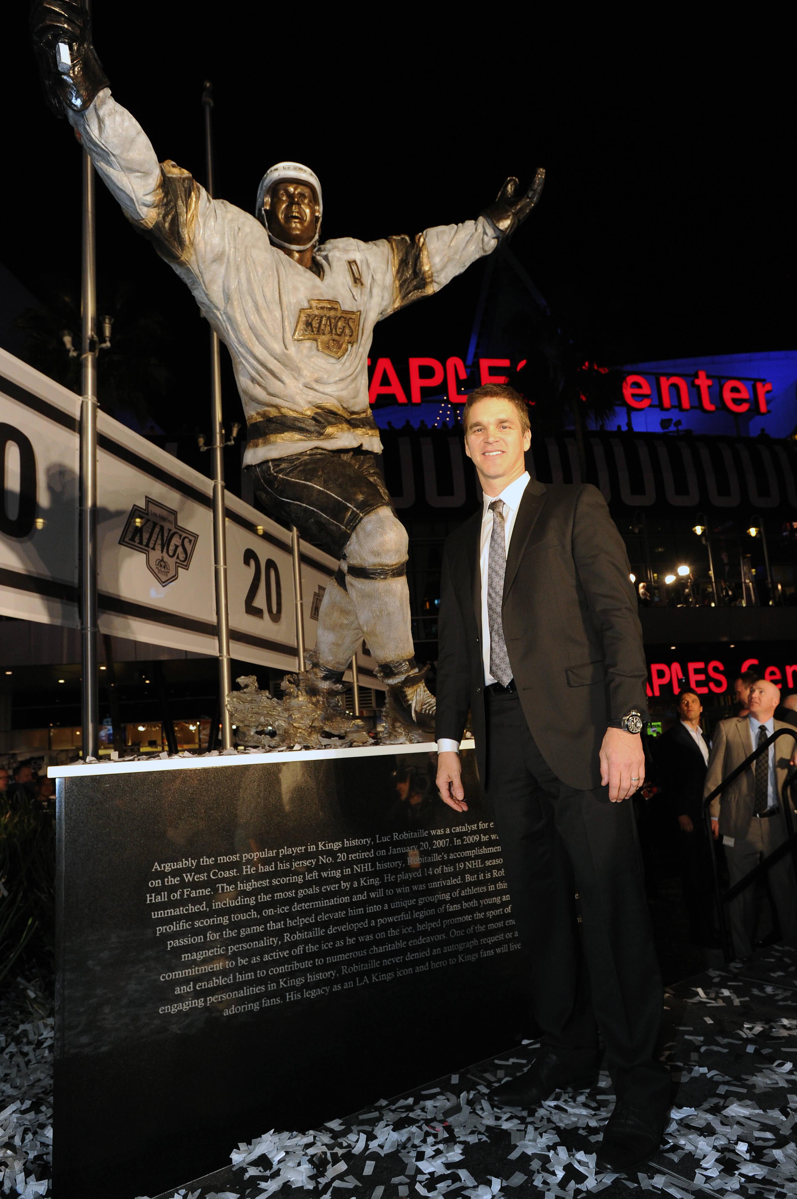 Luc Robitaille statue, LA Kings, NHL, Staples Center