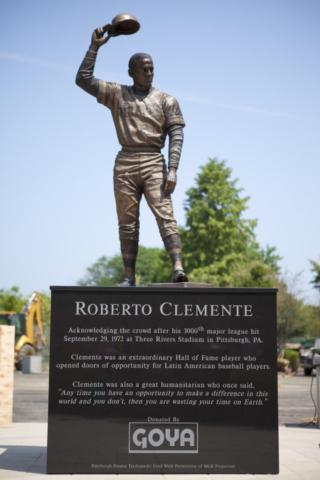Roberto Clemente, Goya Foods, statue, Bronx