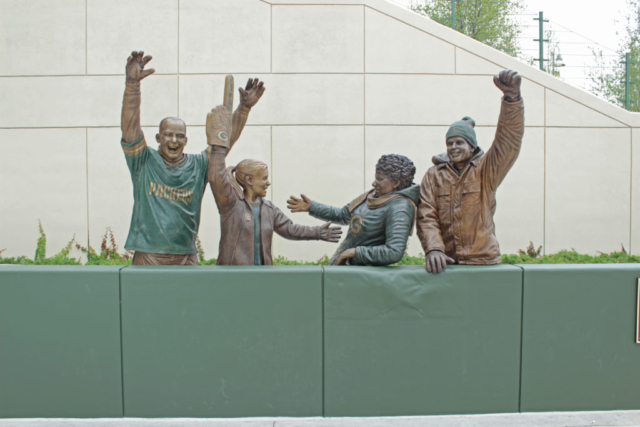 Lambeau Leap statue, Green Bay Packers
