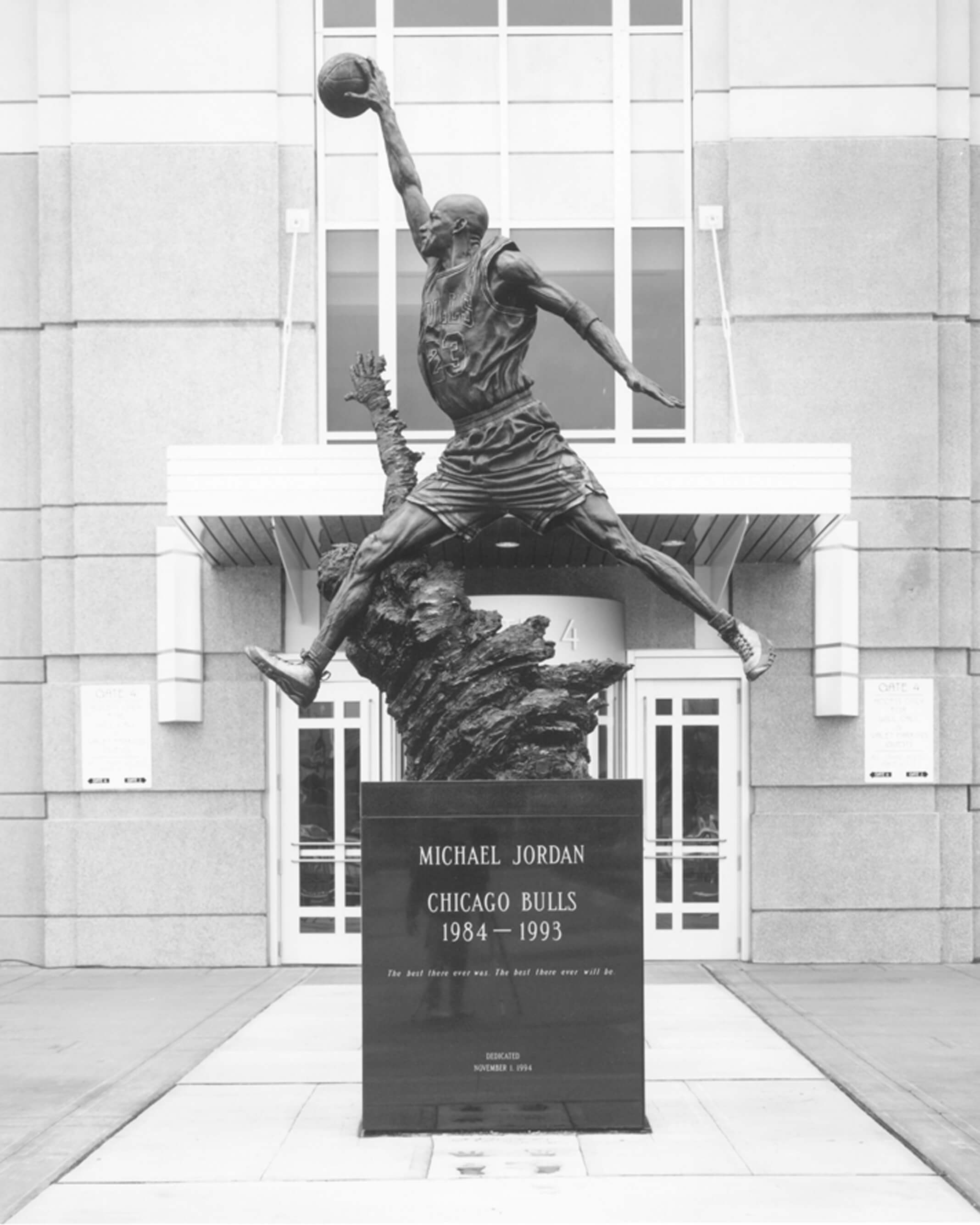 Michael Jordan, His Airness, statue, Chicago Bulls
