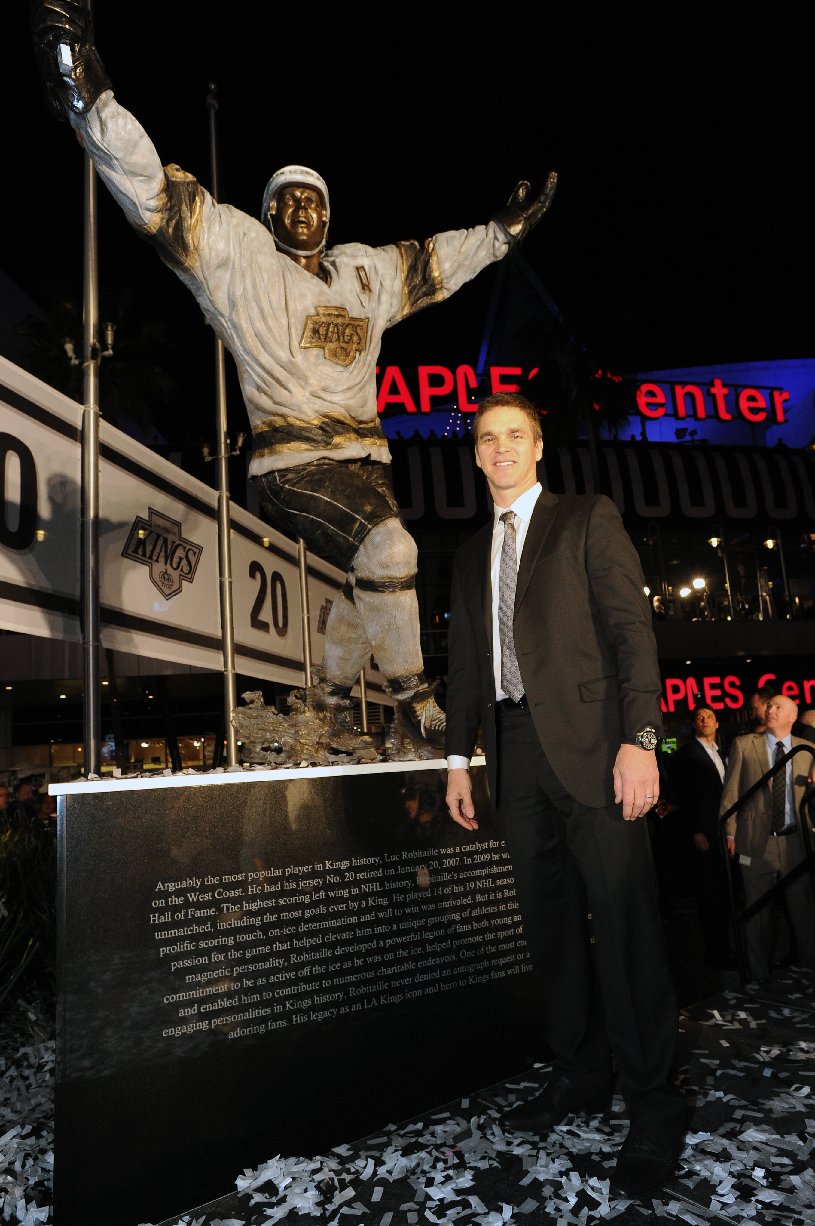 Luc Robitaille statue, LA Kings, NHL, Staples Center